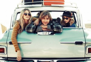 163372008-friends-hanging-out-in-the-back-of-a-car-gettyimages