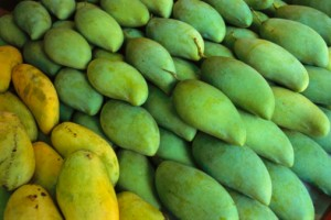 56960204-singapore-singapore-island-mangoes-sold-at-a-gettyimages