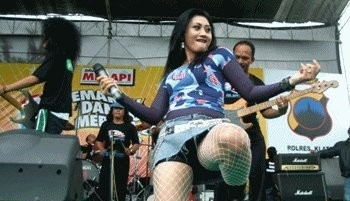 the-indonesian-dangdut-koplo-singer-performances
